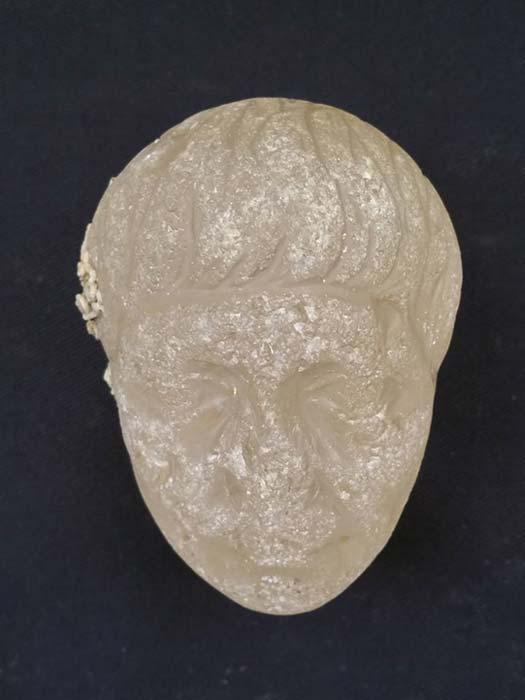 La cabeza de cristal tallado encontrada en el lugar en el que se descubrieron los pecios. (Imagen: Ministerio de Antigüedades de Egipto)