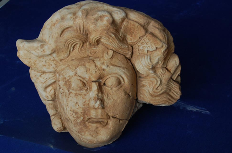 Cabeza de mármol de la mítica Medusa descubierta en las ruinas de la antigua ciudad romana de Antiochia ad Cragum, ubicada al sur de Turquía. Fotografía: Michael Hoff, profesor de Historia del Arte de la Universidad de Nebraska-Lincoln.