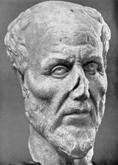 Cabeza de mármol. Ostia Antica, Museo, inv. 68. Cabeza de mármol rota a la altura del cuello. Mitad inferior de la nariz y borde de la oreja izquierda dañados. Una de las cuatro réplicas que fueron descubiertas en Ostia. La identificación de la escultura como Plotino es plausible, aunque no está demostrada. (Dominio público)