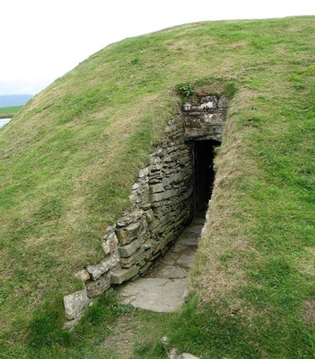 Entrada a un Cairn de las islas Orcadas con cámara funeraria. (Public Domain)