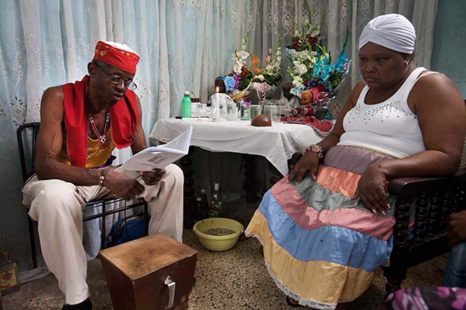 """Santería en Cuba. Ceremonia de """"Cajón de muertos"""". (CC BY-SA 3.0)"""