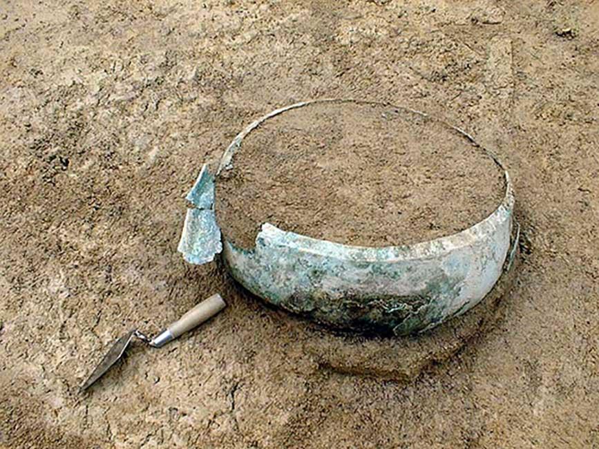 Caldero de bronce hallado en el transcurso de las excavaciones realizadas en Suabia, Alemania. Fotografía: Bettina Arnold