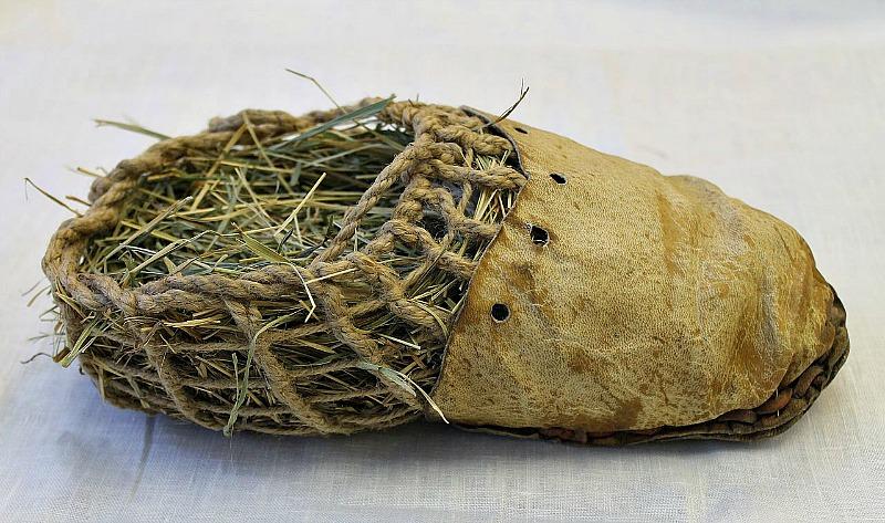 Réplica del calzado de Ötzi realizada por Petr Hlaváček y Václav Gřešák, Zlín, Republica Checa. (Josef Chlachula/CC BY-SA 3.0)