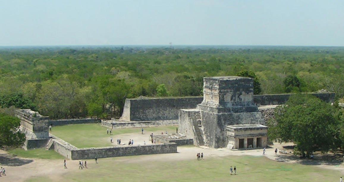 Cancha de Juego de Pelota de Chichén Itzá (Wikimedia Commons)