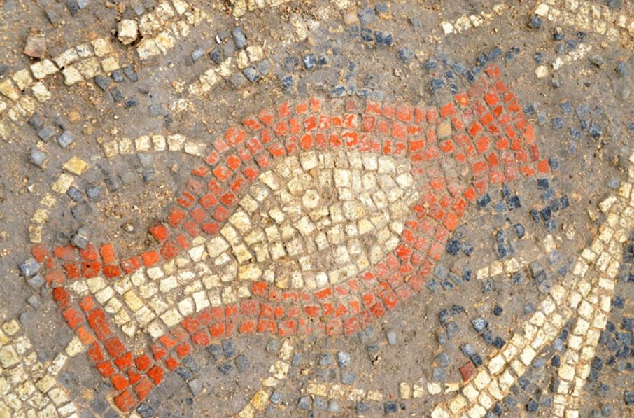 Figura de un cántaro de grandes asas en uno de los mosaicos recientemente descubiertos en el sur de Francia (Fotografía: © Jean-Louis Bellurget, INRAP)