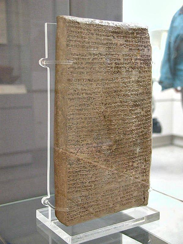 Tablilla cuneiforme correspondiente a una de las cartas enviadas por el rey Tushratta de Mitanni a Amenhotep III. Museo Británico de Londres, Inglaterra. (Public Domain)