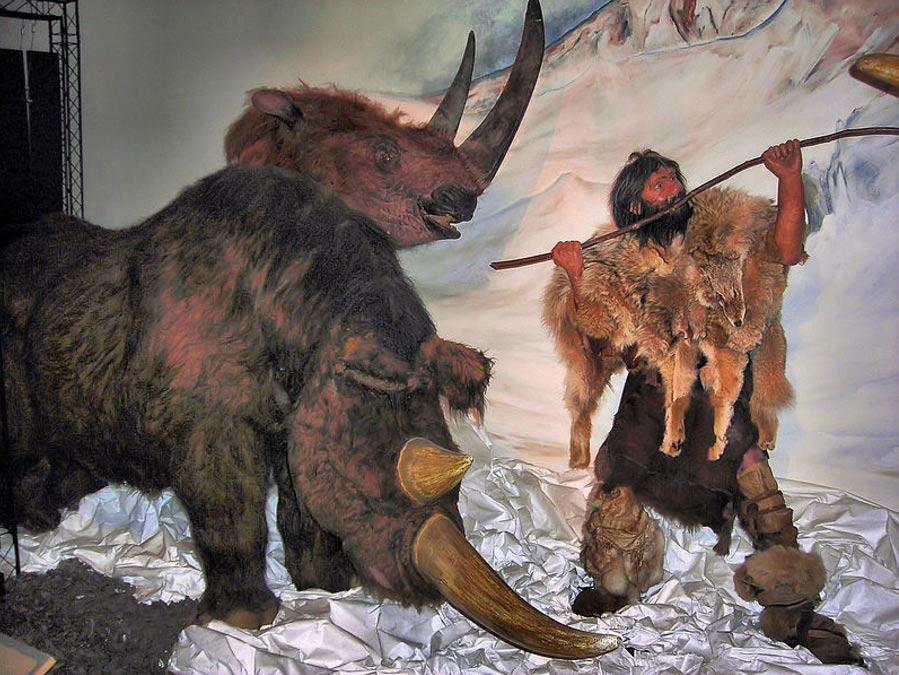 Escena titulada 'La caza del rinoceronte lanudo,' de la exposición 'Walk with Beasts' ('Caminando con las bestias') – Museo Horniman, Londres. (Jim Linwood/CC BY 2.0)