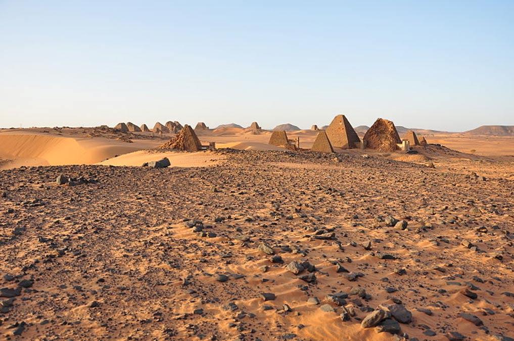 Cementerio sur de Meroe, en el que se encuentra la tumba de la reina Khennuwa. (TrackHD/CC BY 3.0)