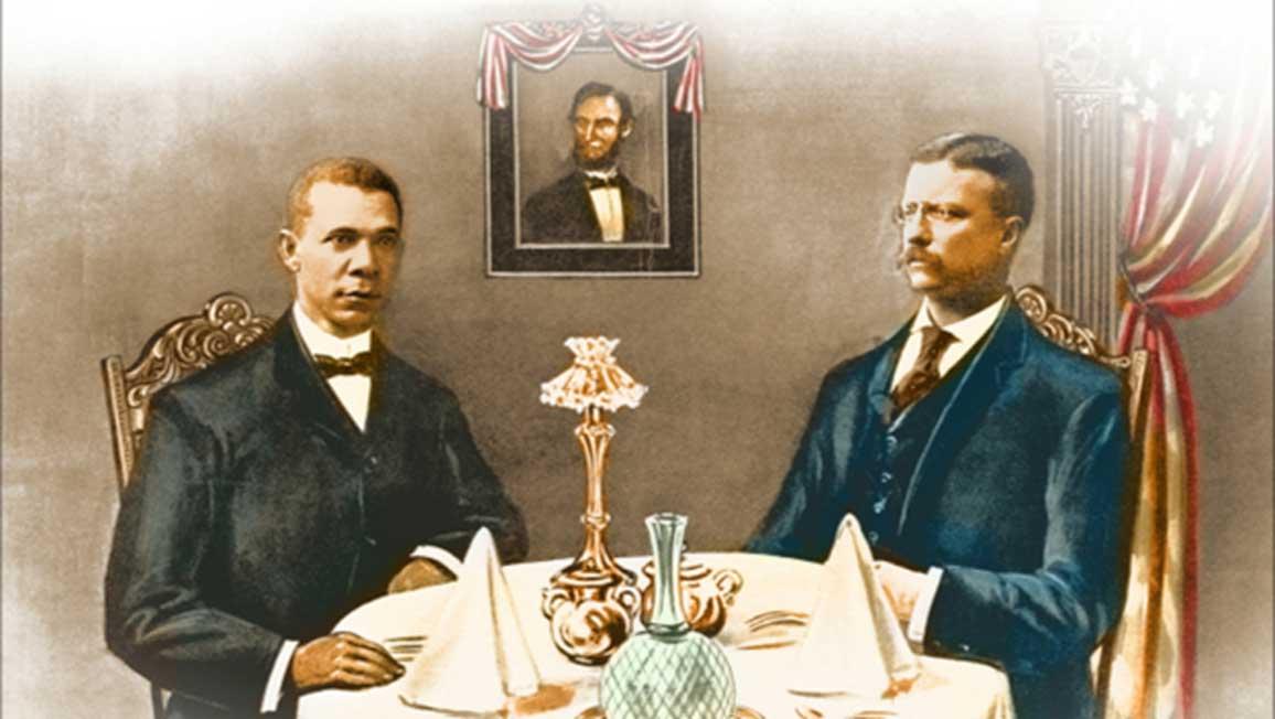Booker T. Washington cenando con Teddy Roosevelt. (Spydersden)