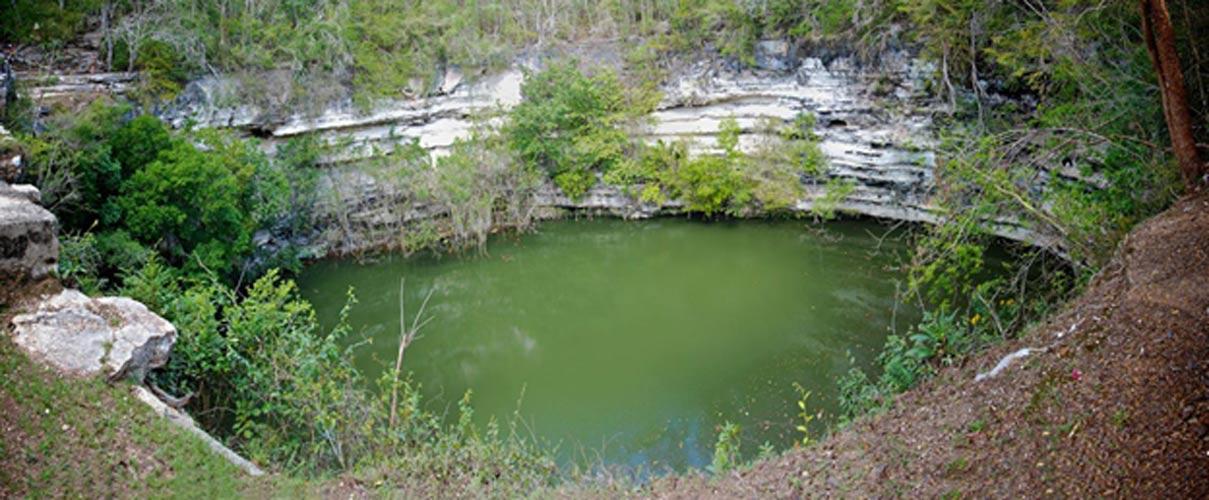 El Cenote Sagrado de Chichén Itzá (Public Domain)