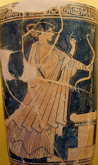 Cerámica de Selinunte decorada con una pintura de Artemisa empuñando un arco ante un altar. (Foto: Marie-Lan Nguyen/Wikimedia Commons)