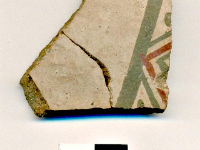 Fragmento de cerámica con diseño incaico de Cuzco, encontrado recientemente durante las excavaciones en torno a la Plaza de Armas de Santiago de Chile, en un estrato situado bajo la Catedral de Santiago (Fotografía: La Gran Época-MNHN)