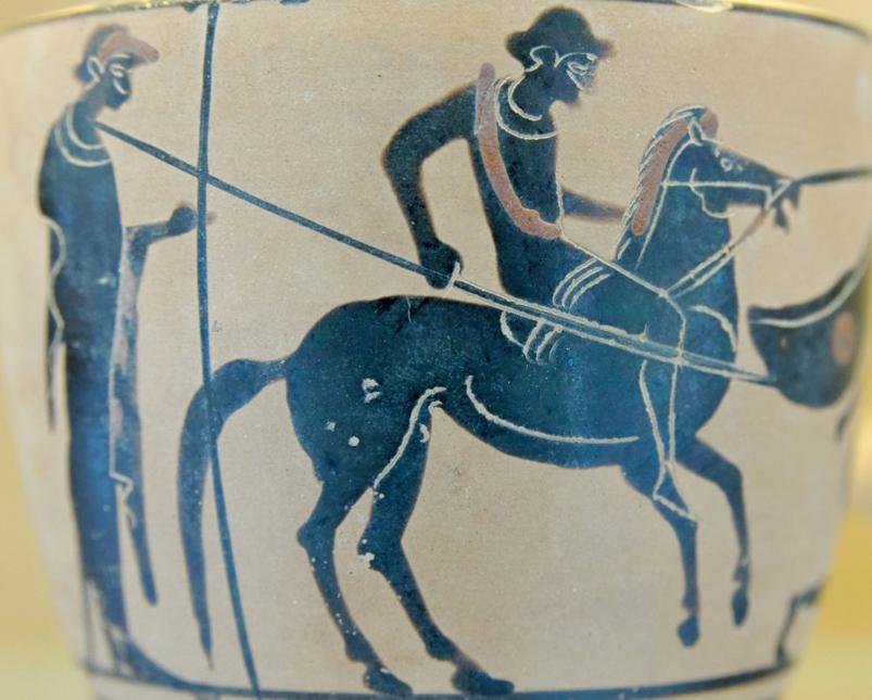 Esta pieza de cerámica pintada, fabricada en Selinunte, está decorada con las figuras de un jinete armado con una lanza y su asistente. (Foto: Marie Lan-Nguyen/Wikimedia Commons)