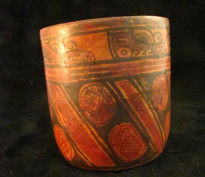Los arqueólogos han hallado bellas piezas de cerámica policromada en el yacimiento salvadoreño de Joya de Cerén. (Fotografía: Universidad de Colorado)