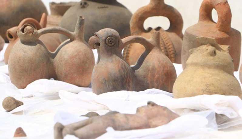 Algunos de los objetos recuperados en el yacimiento pre-inca. (Johnny Aurazo)