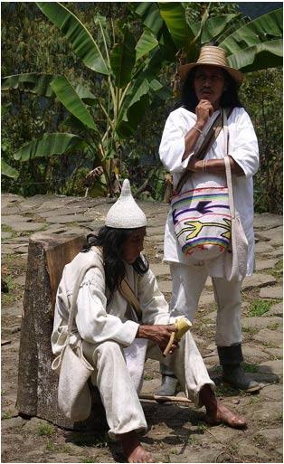 Chamán Indígena Koguis en Ciudad Perdida. Actualmente los Koguis son los herederos de la Civilización Tayrona. 2014, por Uhkabu