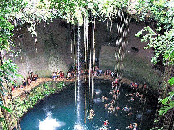 Cenote Ik Kil ubicado a tan solo 3 kilómetros de la zona arqueológica de Chichen Itzá (Flickr)