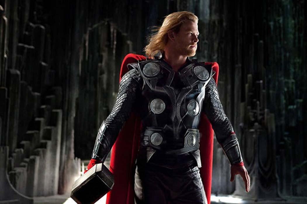Chris Hemsworth caracterizado como el famoso dios nórdico Thor en la película de 2011 del mismo nombre. IMDB