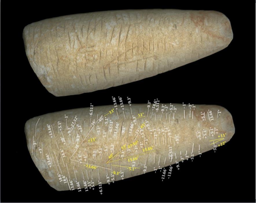 Imagen de un antiguo cilindro de hace 20.000 años, parte de la colección de antiguas inscripciones de Martin Schøyen. En este caso, un análisis detallado de las diversas líneas presentes en la piedra ha revelado una distribución angular idéntica a la del muro de piedra poligonal de Delfos.