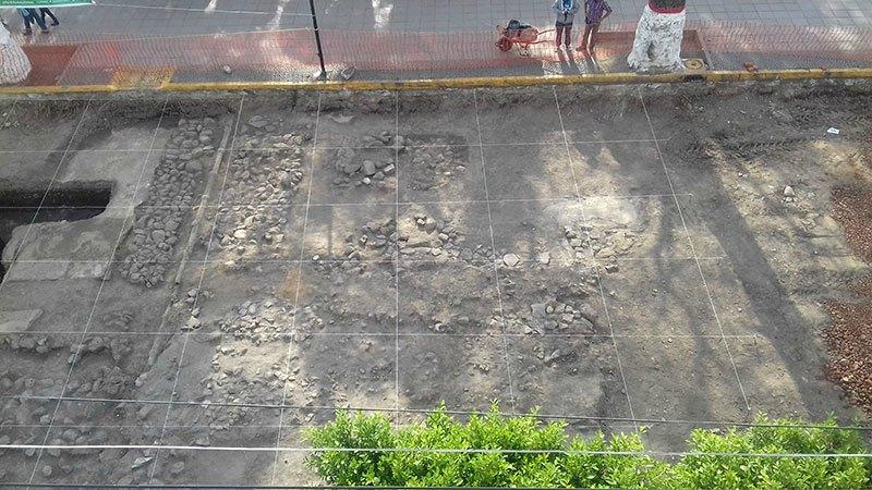 Estructura arquitectónica descubierta en la misma zona que los sahumadores y que probablemente correspondiera a un antiguo templo. (Fotografía: Francisco Osorio/INAH)