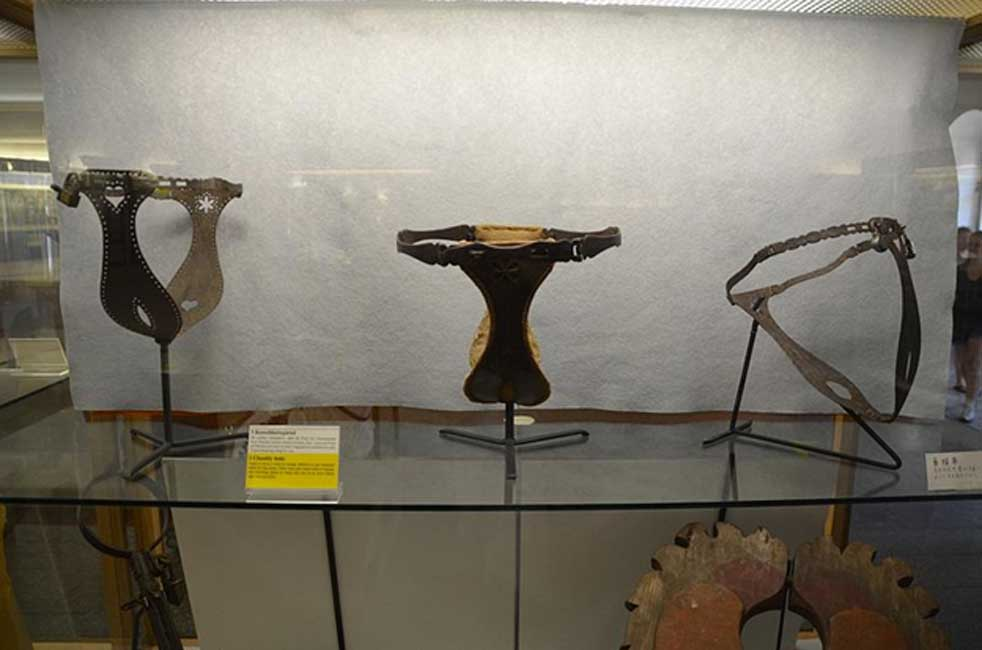 Cinturones de castidad expuestos en el Museo del Crimen de Rothenburg ob der Tauber. (Slick-o0bot/CC BY-SA 2.0)
