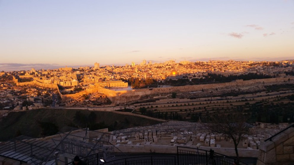 Amanece en el Monte de los Olivos, panorámica de la ciudad vieja de Jerusalén. Fotografía: George Busby