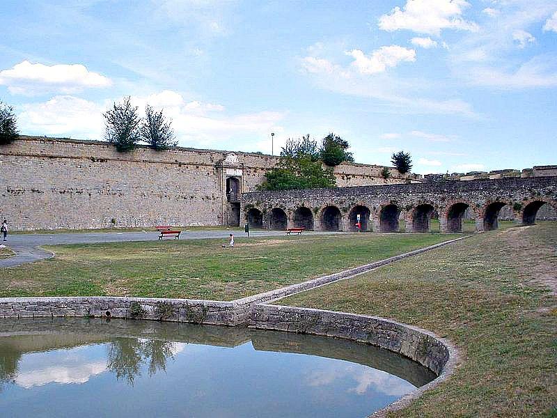 Ciudadela de Pamplona, fortificación renacentista de antiguo uso militar construida entre los siglos XVI y XVII. (Public Domain)