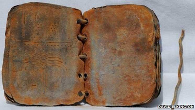 Uno de los códices de plomo hallados en el año 2008 en Jordania. (Jordan Codices)