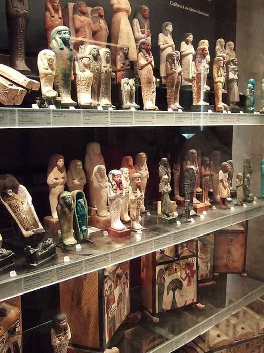 Shabtis expuestos en el Museo del Louvre, París. (CC BY-SA 3.0)