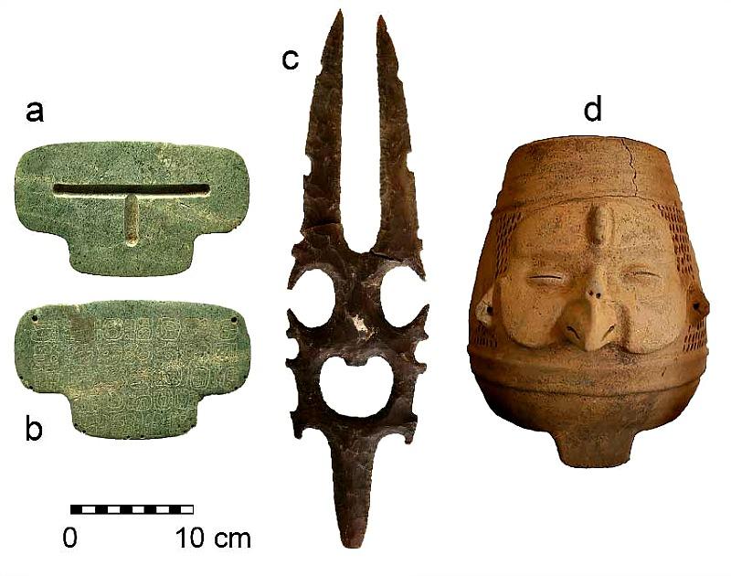 Tres de los objetos enterrados juntos por los mayas hacia el año 800 d. C. (Fotografía: UC San Diego Publications)