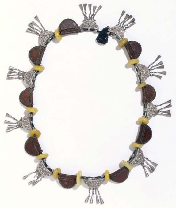 Collar anterior a 1868, Etiopía. Pieza número 408-1869. (Museo Victoria y Alberto, Londres)
