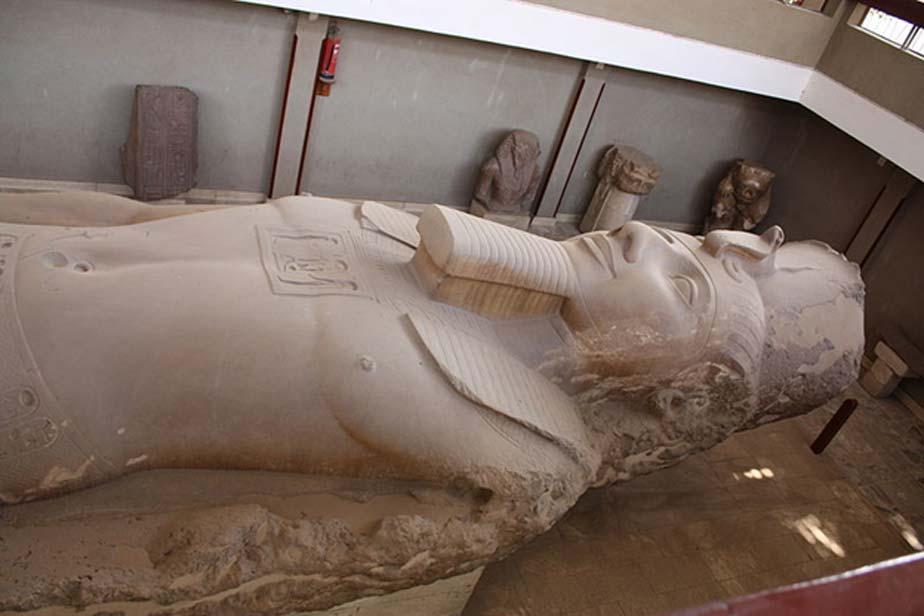 Colosal estatua de Ramsés II en el Museo al aire libre de Menfis, Egipto. (CC BY-SA 3.0)