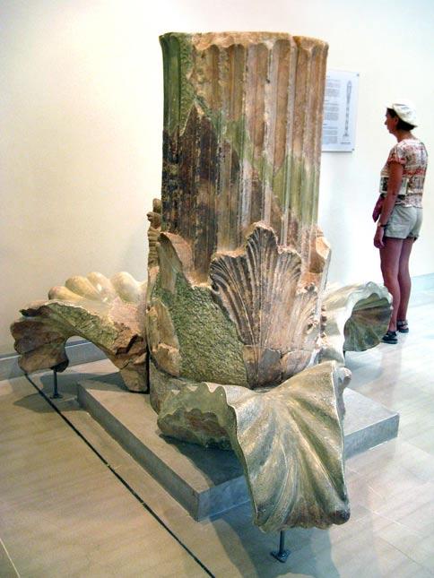 Base de una columna corintia (Foto: Юкатан/Wikimedia Commons)