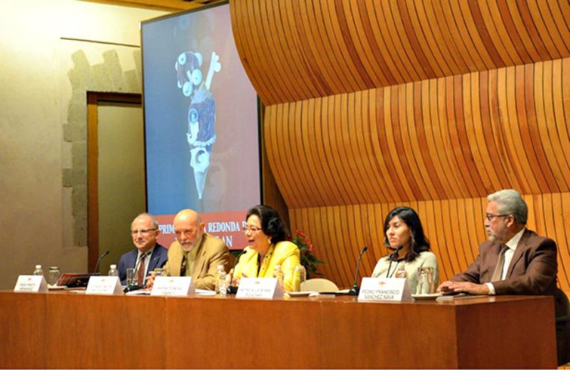 """El descubrimiento se hizo público ayer lunes, 30 de noviembre, en el transcurso de la primera mesa redonda de """"Tenochtitlán al pie del Templo Mayor: Excavaciones y estudios recientes"""". (Fotografía: OEMENLINEA)"""