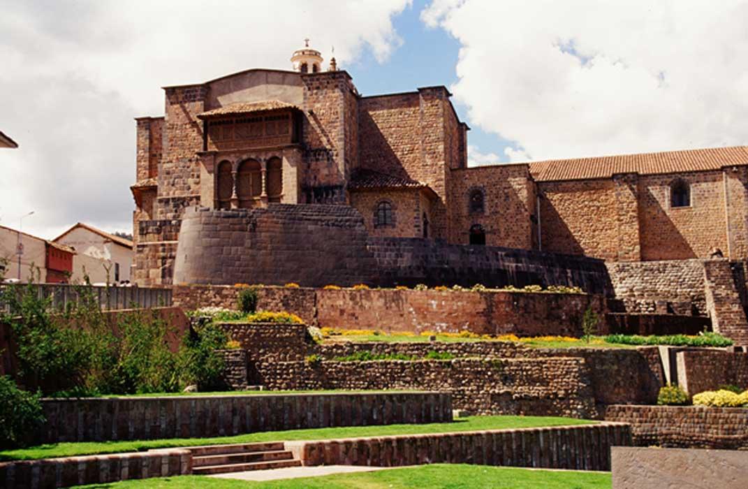 Coricancha, el Templo del Sol, fue destruido por los conquistadores españoles, y sus piedras reutilizadas para construir una iglesia en su lugar. En la base de esta iglesia aún pueden verse piedras originales del templo inca. (Terry Feuerborn /CC BY NC 2.0)