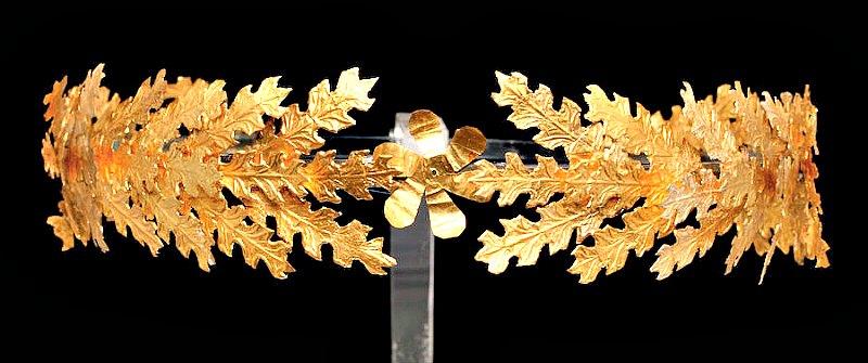 Corona de oro del siglo II a. C. Una de las magníficas piezas que forman parte de la exposición «Mito y Naturaleza. Desde Grecia a Pompeya». (Fotografía: ABC)