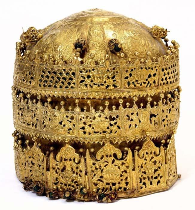 Esta corona etíope es admirada por sus diseños en filigrana y sus imágenes religiosas repujadas. (Museo Victoria y Alberto)