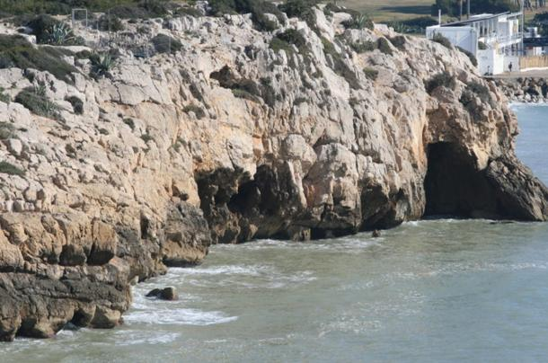 Cova-del-Gegant-in-Sitges.jpg