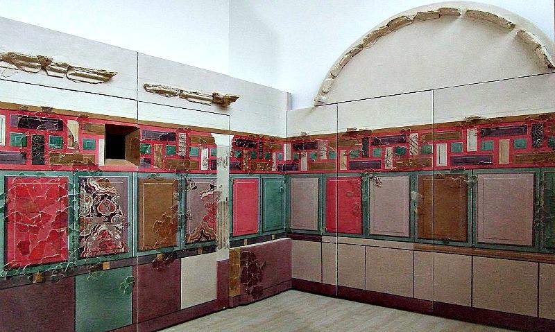 Reconstrucción de un cubículum (dormitorio) romano con materiales extraídos del yacimiento arqueológico de Bílbilis y datados en el año 50 a. C. (Museo de Calatayud)-(Ecelan/GNU Free)