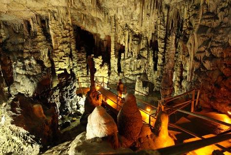 Cueva-Dikteon2.jpg