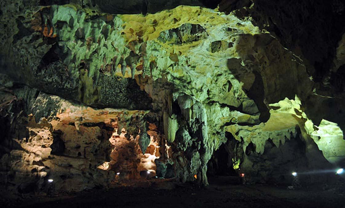 La espaciosa cueva de Loltún, México. (CC BY-SA 3.0)