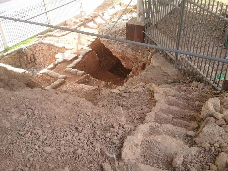 La Cueva de Qesem es un yacimiento arqueológico y paleoantropológico situado 12 km al este de Tel-Aviv (Israel) y datada en el Paleolítico Inferior. (66AVI/CC BY-SA 3.0)