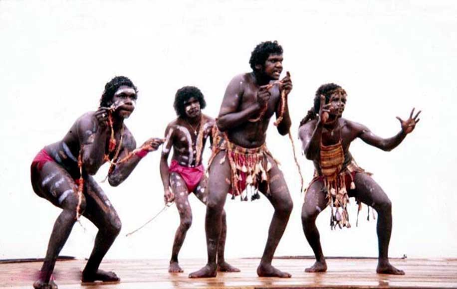Compañía de danzas aborígenes de la Tierra de Arnhem y el Estrecho de Torres (CC BY SA 3.0)