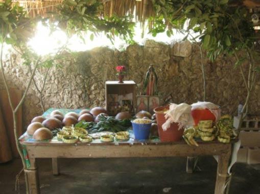 Depósito ceremonial, donde tienen lugar la mayoría de los actos del ritual del Loojil Ts'oon. (Dídac Santos-Fita; X-Pichil community, Quintana Roo, 2011)