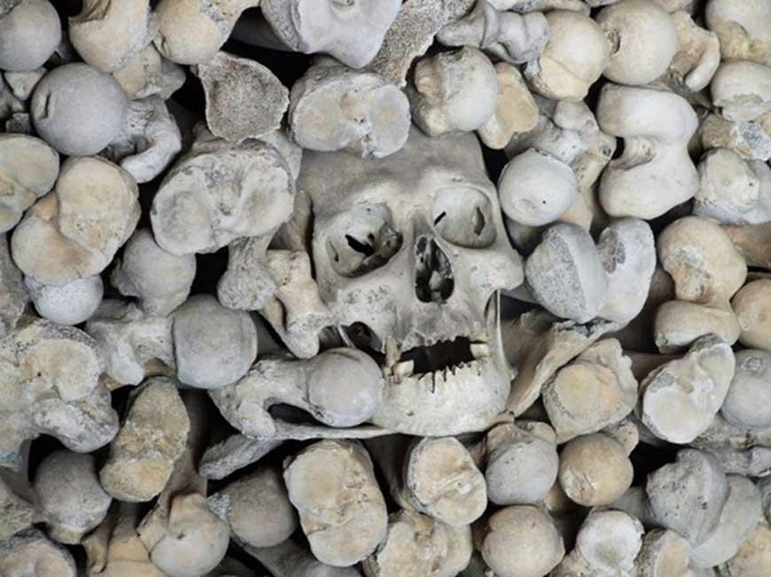 Osario de la cripta de St Leonard, Hythe (Inglaterra). (CC BY-SA 2.0)