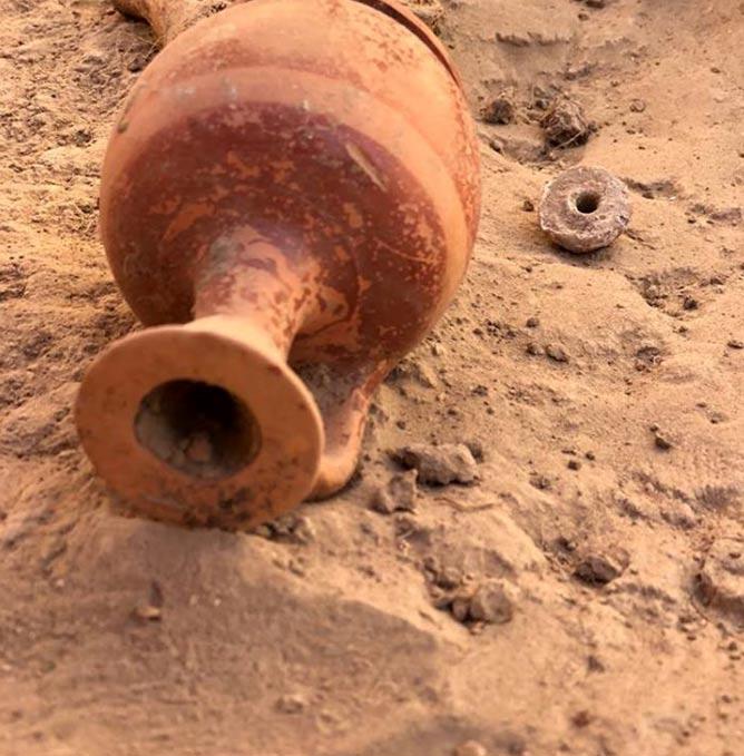 Un diminuto lekythos hallado en la tumba: se trata de un pequeño recipiente para guardar aceites aromáticos y perfumes. (Imagen: Mamia Gora)