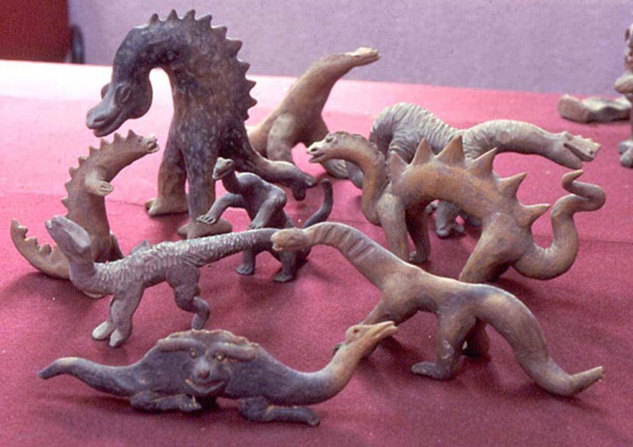 Algunas de las figuritas de Acámbaro de aspecto mitológico o que recuerdan a los antiguos dinosaurios. (The Greater Picture)