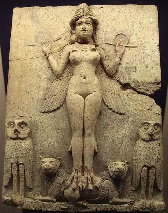 """Relieve de la """"Reina de la Noche"""". La figura representada podría ser un aspecto de la diosa Ishtar (en sumerio Inanna), diosa mesopotámica del amor sexual y de la guerra. (Public Domain)"""