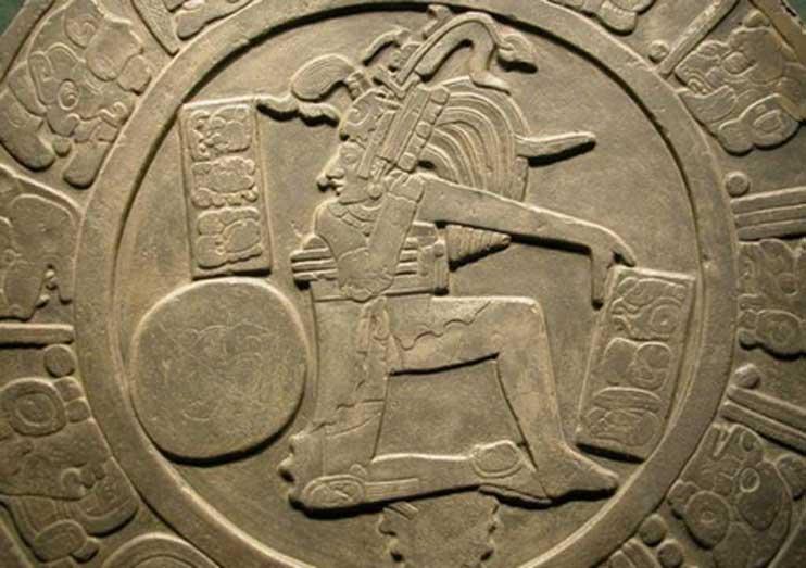 Disco hallado en Chinkultic (Chiapas) con el relieve de un jugador de pelota. (CC By 2.0)