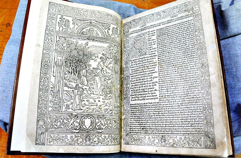 Incunable de La Divina Comedia (año 1493) que alberga la Biblioteca Nacional de México. (Fotografía: La Gran Época/Fernando Velázquez (UNAM))